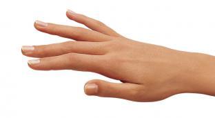 Anti-fingerprint stainless steel surface